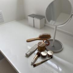 卓上ミラー スタンド トレイ ホワイト ブラック 白 黒 tower 小物入れ(卓上ミラー)を使ったクチコミ「二階の洗面所でお化粧ちゅう。  少し広め…」