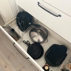 柳宗理 鉄フライパン 25cm フタ付き 121511080014 日本製 | 柳宗理(その他キッチン、日用品、文具)を使ったクチコミ「うちのフライパン収納(^^)  フライパ…」
