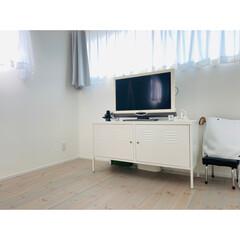 テレビボード(リズバレー SLM32V WH) | ニトリ(テレビ台、ローボード)を使ったクチコミ「寝室のテレビコーナー。 もうテレビも見な…」