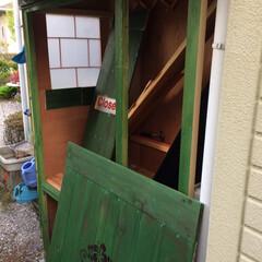 物置小屋/簡単/おしゃれ/暮らし/DIY/跳ね上げ式扉/... 丁度いいサイズが無かったので 野地板で物…(2枚目)