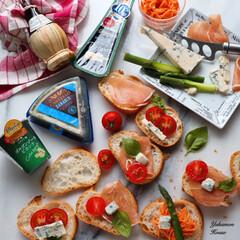 おうちごはん部/おうちごはん倶楽部/家庭菜園/おうちカフェ/雨季ウキフォト投稿キャンペーン/令和の一枚/... 色んなチーズを、フランスパンに 載せてカ…