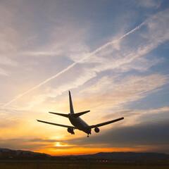 飛行機/夕焼け/おでかけワンショット 夕焼けと迫力ある飛行機