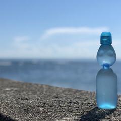 sky/空/sea/ocean/海/和歌山/... 海と空とラムネ。 和歌山の港町、加太で撮…