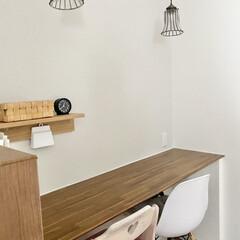 イームズ チェア ダイニングチェア eames 木脚 木製 デザイナーズ家具 リプロダクト サイドシェルチェア 椅子 いす おしゃれ(ダイニングチェア)を使ったクチコミ「スタディカウンター  コンセントをカウン…」