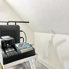 マキタ 充電器 JPADC10SA makita DC10SA | マキタ(掃除機部品、アクセサリー)を使ったクチコミ「掃除機収納  掃除機の充電器も階段下収納…」