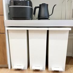 BALMUDA The Pot K02A-BK ブラック | BALMUDA(電気ケトル)を使ったクチコミ「カップボードの家電収納スペース。 ここの…」
