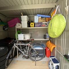 物置/掃除/暮らし 物置  物置も引っ掛けできるものは吊り下…