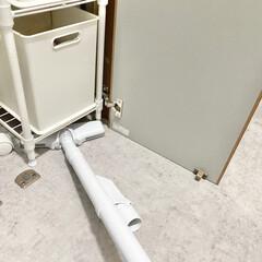 マキタ 10.8V充電式クリーナー CL107FDZW(掃除機)を使ったクチコミ「パイプ棚  棚など収納を選ぶ基準の1つに…」