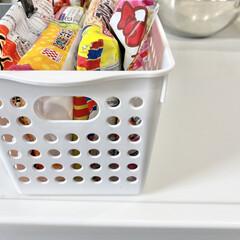 お弁当/冷蔵庫/冷凍庫/冷凍庫収納/冷凍食品/冷蔵庫収納/... 冷凍庫の冷凍食品はダイソーのボックスに入…