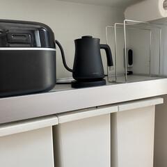 BALMUDA The Pot K02A-BK ブラック | BALMUDA(電気ケトル)を使ったクチコミ「カップボードの家電収納スペース 炊飯器と…」