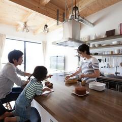 住まい/キッチン/カウンターキッチン/一戸建て/注文住宅/子育て/... ダイニング兼用の大きなカウンターテーブル…