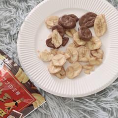 バナナチップス/バナナチョコチップス/ファミマ/おかし/コンビニ ファミマに行ったら美味しそーなバナナチッ…(1枚目)