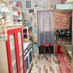 カフェ風DIY/カフェ風キッチン/カフェ風インテリア/カフェ風/リメイク/キッチン/... キッチンの床にダイソーさんの リメイクシ…