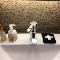 洗面台収納/かわいい雑貨/インテリア雑貨/掃除時短/オススメアイテム/アクリルたわし/... 我が家の洗面所。 洗面台は、すぐにササッ…
