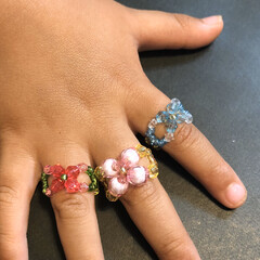 腕輪/キラキラ/アクセサリー/子ども/ペンダントトップ/指輪/... 手作りビーズアクセサリー。 去年の幼稚園…(2枚目)