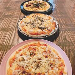 美味しい/安上がり/おうちごはん/手作りピザ/手作り/ピザ/... 手作りピザ4種🍕 * 上から、 ❁トマト…