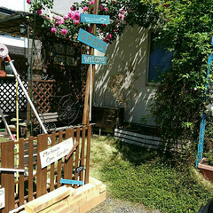 すのこ/ガーデンフェンス/案内看板/バラ/ジャンクガーデン/ナチュラルガーデン/... 早速改良✨ 余り木材で案内看板付けて見ま…