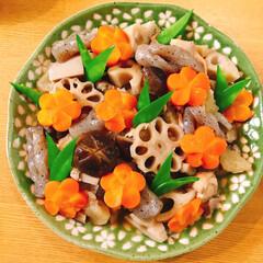 飾り切り/和食器/日本/煮物/和食/フォロー大歓迎/... 飾り切りした煮物!白だしにしました!