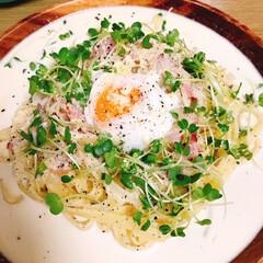スパゲティ/パスタ/ごはん/木のプレート/カフェ風/フォロー大歓迎/... カルボナーラ!木のお皿って映えるねー🤤