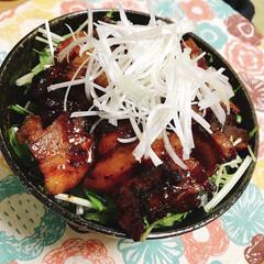 男飯/コーラ/角煮/ガッツリご飯/フォロー大歓迎/至福のひととき/... コーラと醤油のみで味付けして煮た角煮丼!