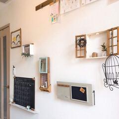 壁掛けシェルフ/飾り棚/レターラック/セリア/玄関/玄関あるある/... 玄関にあるインテリア  ①雑貨を飾りたく…