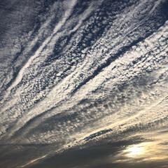 カメラ/風景/夕焼け/雲/空/モノトーン 西の空の雲がすごい事に❗️(1枚目)