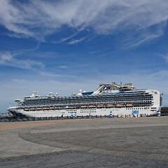 ブルー 横浜と言えばみなとみらい! 豪華客船が来…