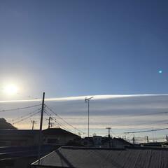 今朝の空/ベランダ 今日の朝の空模様 太陽の光が横一直線❣️…