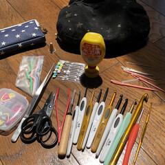 何故かハサミが二つある/猫ポーチは手作り/とじ針と目数リングはすぐなくす/あみぐるみ用具一式/かぎ針/編み物/... 仕事用具一式 かぎ針、目打ち、ピンセット…