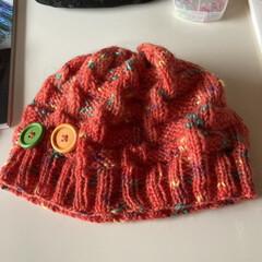 ハンドメイド/100均/節約/キャンドゥ/おしゃれ ちょっと一手間 朝編んだ帽子に大きなボタ…