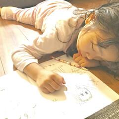 育児/子ども/フォロー大歓迎/うちの子自慢 お絵かきしながら眠った娘。  ご飯を食べ…
