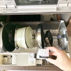 ファイルボックス/鍋の収納/フライパン収納/ラップ収納/ラップ/キッチン収納/... ラップ収納について。 我が家では、コンロ…(1枚目)