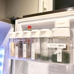 冷蔵庫/キッチン雑貨/100均/セリア/キッチン 冷蔵庫内の1番上が調味料の収納場所。  …
