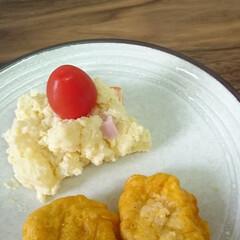 食育/盛り付け/子どもごはん いつもはポテトサラダの横に置くミニトマト…