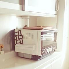 キッチン/電子レンジ/転倒対策/地震 電子レンジの上に100均で買った保存容器…