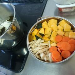 時短家事/野菜料理/フィスラー/キッチン/圧力鍋 週末に向け野菜を買い込み下ごしらえ。 2…