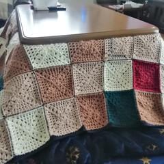 編み物部/あみもの/編み物大好き/編み物/ベットカバー/こたつカバー/... 思っていたより糸を使って家にあったあまり…