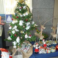 クリスマス/クリスマス2019 図書館の入り口に飾られた可愛いクリスマス…