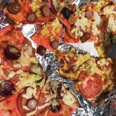 ピンク色のピザ/ホーレン草のピザ/かぼちゃのピザ/ピザ 3色彩り手作りピザ🍕(1枚目)