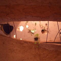 土壁/飾り棚/間接照明/リノベーション 神田SU/nest -ビルの中の土壁の家…