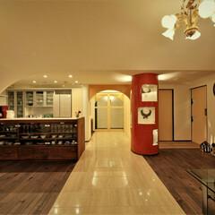 リノベーション/バリアフリー/左官/磨き壁/アーチ 海を臨む家 ーパイプスペースの飾り棚とア…