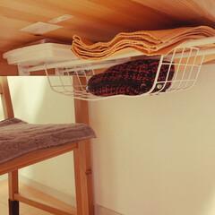 ダイニングテーブルの裏/突っ張り棒/ワイヤーネット収納 ワイヤーネットぐにゃグニャになっちゃった…