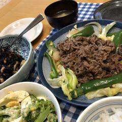 おうちごはん/簡単 本日の晩ご飯 野菜と肉炒め 大豆とひじき…