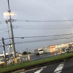 癒し 素敵な半円の虹🌈    車の中からだった…