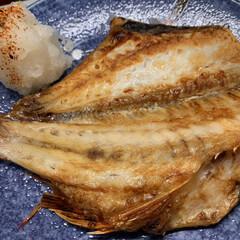 ほうれん草の胡麻和え/赤魚/夕飯 本日…昨日の夕飯   赤魚の干物焼いて、…(1枚目)