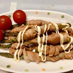 オリーブオイル/冷凍ストック/鶏もも/片栗粉/はちみつ/しょうが/... 今日の夕飯  アスパラガスの豚バラ巻き。…