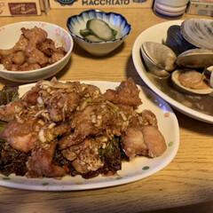 牛ホルモン/油淋鶏/ホンビノス貝 ホンビノス貝のバター醤油蒸し  牛ホルモ…
