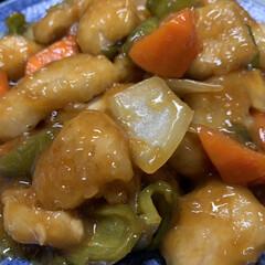 夕飯/片栗粉/ケチャップ/しょうゆ/酢/三温糖/... 本日…昨日の夕飯。   酢豚ちっく。(笑…(1枚目)