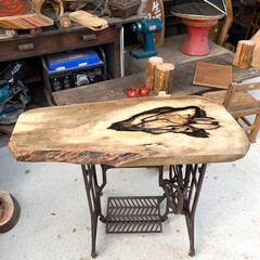 DIY/暮らし 足踏みミシンのテーブル加工が完成した🤗 …(2枚目)