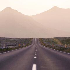 Instagram/写真好きと繋がりたい/写真/明るい/未来/自然/... 道の向こうは明るい未来があります。